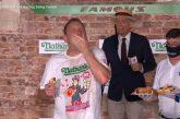 Video: Hot dog -syöntikisassa tehtiin uskomaton ME-tulos