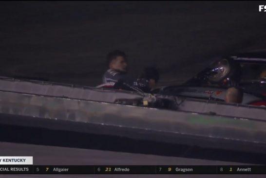 Video: NASCAR-kuskien kolarointi johti sanaharkkaan, joka eskaloitui nyrkkitappeluksi