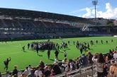 Video: Helsinki Cupissa sattui ja tapahtui - käsirysy ja pitch invasion työllistivät poliisia