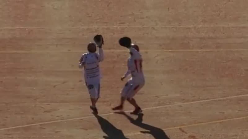 Video: Superpesis-pelissä kävi koominen kommunikaatiokatkos – kaksi pelaaja juoksi samaan palloon