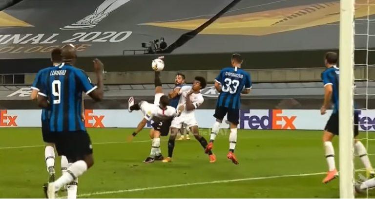Video: Eurooppa-liigan finaalissa todella erikoinen voittomaali – Lukaku ohjasi saksarin omiin