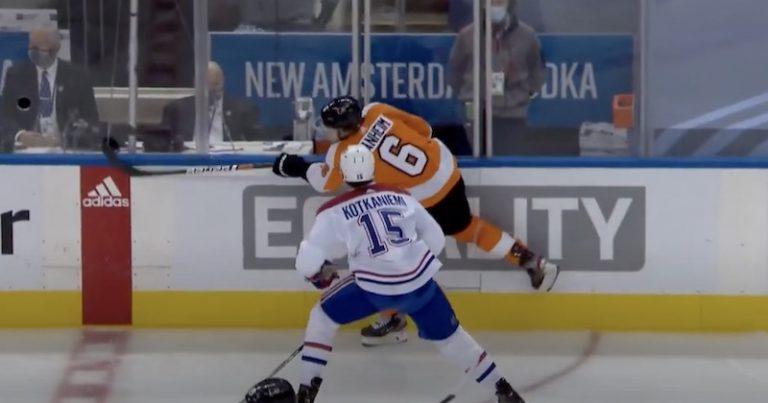 Video: Montrealin Jesperi Kotkaniemi lensi suihkuun laitataklauksesta