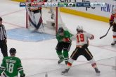 Video: Playoffs-meininkiä kuumimmillaan! - Tkachuk ja Perry painoivat rehdin myllyn
