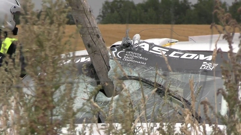 Video: Hurja tilanne Samsonas-rallissa – aitatolppa lävisti auton tuulilasin