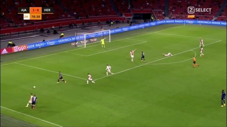 Video: Karmiva näky – Ajaxin Daley Blind lyyhistyi kentälle kesken pelin