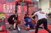 Video: Venäläinen painonnostaja loukkaantui karmivasti - jalat pettivät kesken 400 kg noston