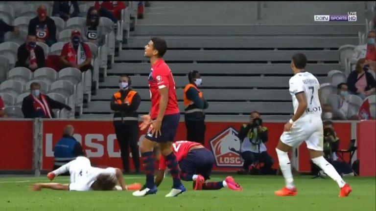 Video: Rennes-pelaaja potkaisi vastustajaa päähän, mutta rankaisua tuli heti – loukkaantui itse ja sai suoran punaisen