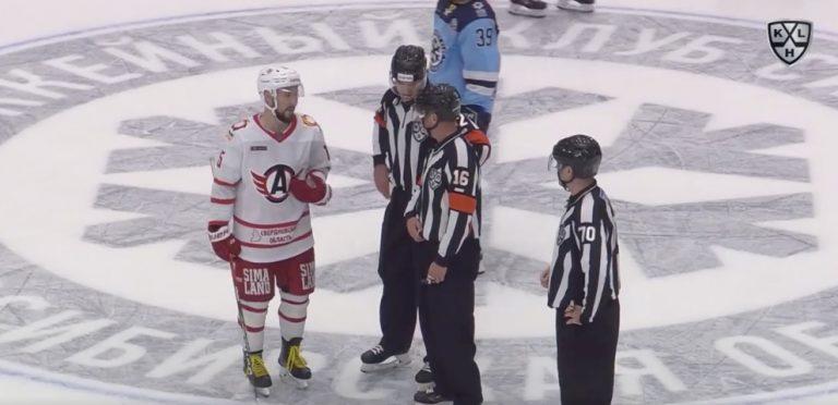 Video: KHL-pelaajalta upea teko – käski tuomarin kumota vastustajan jäähyn, palkittiin hetkeä myöhemmin maalilla