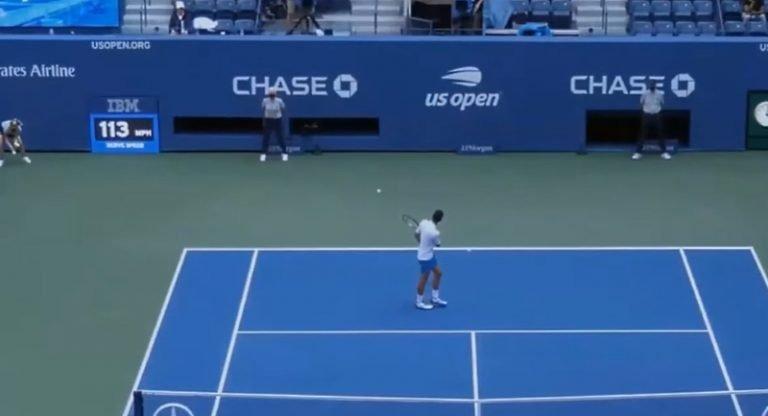 Video: Skandaali US Openissa – Novak Djokovic löi pallon rajatuomarin kurkkuun ja hylättiin
