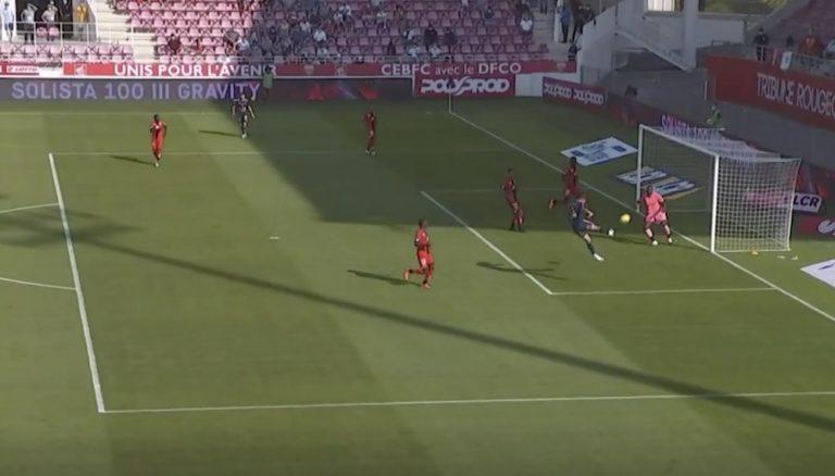 Video: Ranskan Ligue 1:ssa nähtiin käsittämätön osuma – hurja karatepotku lähetti pallon maaliin