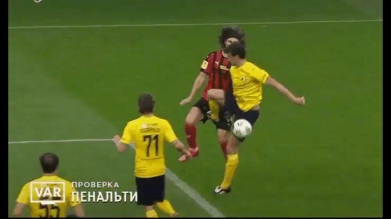 Video: Roman Eremenko sai uransa ensimmäisen suoran punaisen – potkaisi vastustajaa suoraan säkeille