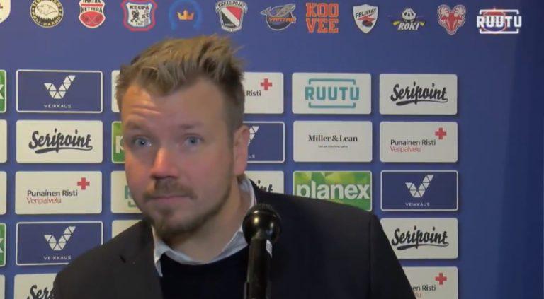 Video: Selostaja unohti valmentajan haastattelun – Ketterä-luotsilta jäätävä kuitti