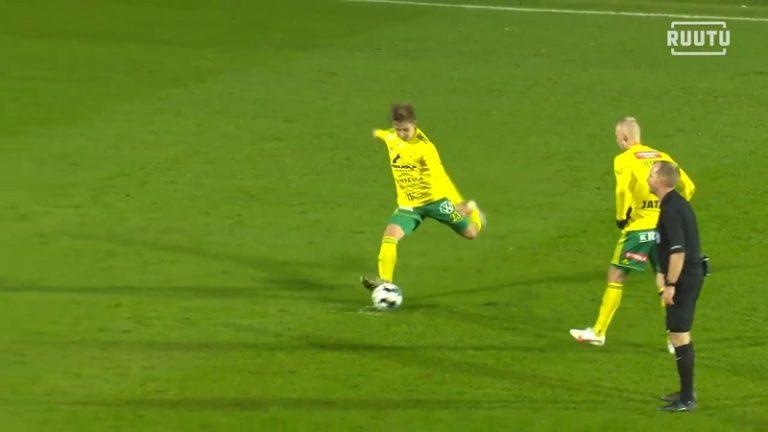 Video: Ilveksen Naatan Skyttä antoi pallolle kyytiä – upea vapaapotku 20 metristä