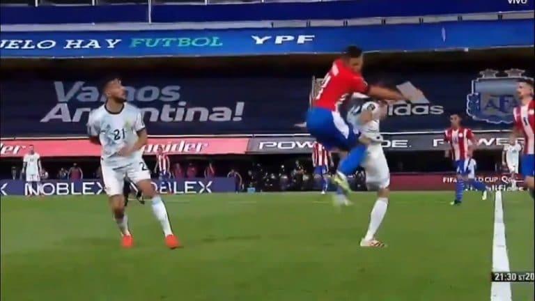 Video: Argentiinan Exequiel Palacios mursi selkärankansa – Paraguayn pelaaja tuli molemmilla polvilla selkään