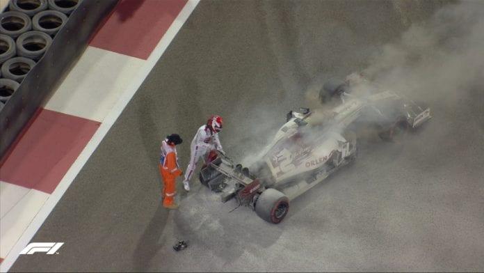 Kimi Räikkönen F1 auto syttyi palamaan - pallomeri.net