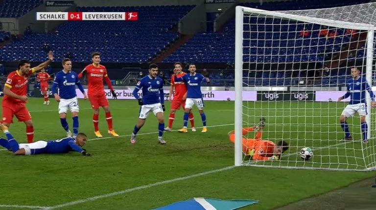 Video: Schalken suomalaispuolustaja Malick Thiaw epäonnen soturina – puski pallon suoraan omiin