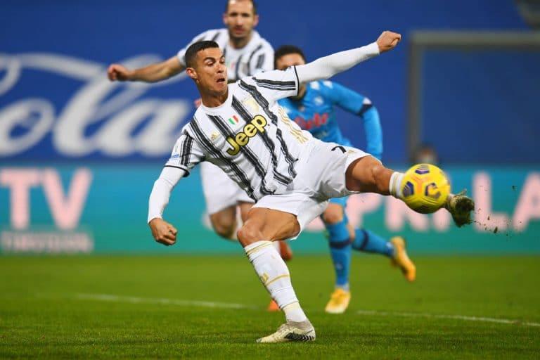 Video: Cristiano Ronaldo antoi tylyn vastauksen kriitikoille – tykitti hatullisen 22 minuutissa