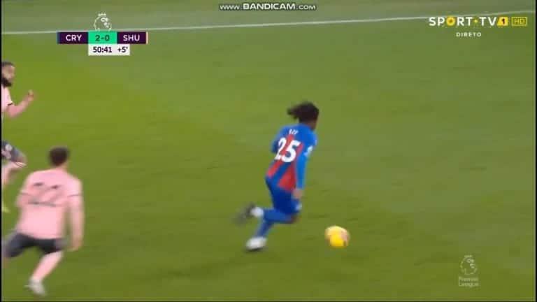 Video: Crystal Palacen Eberechi Eze sooloili upean maalin – puolen kentän mittainen spurtti ja millintarkka sijoitus