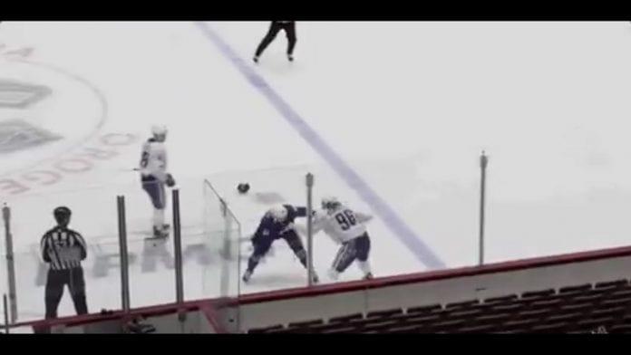 Adam Gaudette vs Tyler Motte Vancouver Canucks / Pallomeri.net