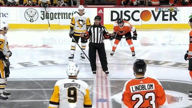 Video: Tuomari ryhtyi seremoniamestariksi NHL-kauden avausottelussa – tunteikas puheenvuoro ennen kiekonpudotusta