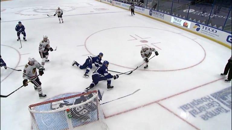 Video: Tampa Bayn Andrei Vasilevskiy venytti häikäisevän epätoivotorjunnan – maila oli vain tiellä