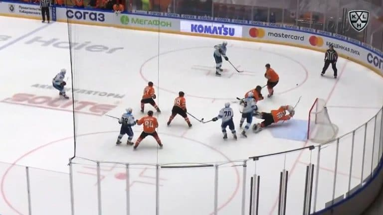 Video: Hengästyttävän upea torjunta KHL:ssä – Amur-maalivahti venyi aivan mahdottomuuksiin asti