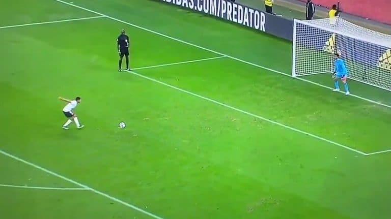 Video: Nolo tunarointi seurajoukkueiden MM-kisoissa – Palmeirasin Roni sössi pilkun naurettavan hiippailun jälkeen