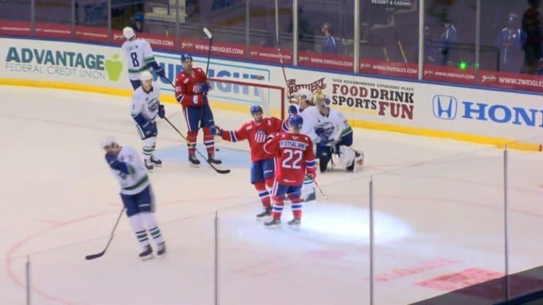 Video: Arttu Ruotsalainen debytoi AHL:ssä ryminällä – venytti verkkoa kunnon pyssyllä