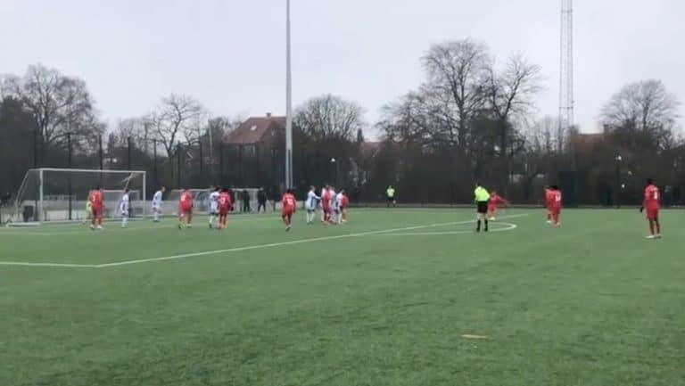Video: Suomalaisnuorukainen Maksim Stjopin teki fantastisen vaparimaalin Nordsjaellandin U19-joukkueen debyytissään
