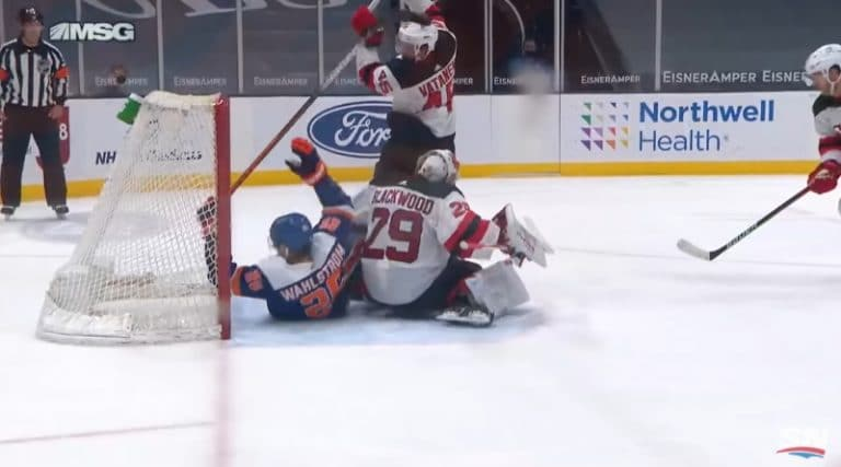 Video: New Jerseyltä karmeaa sähellystä – Vatanen hoiti oman veskarin pois pelistä ja Severson tökkäsi kiekon omiin