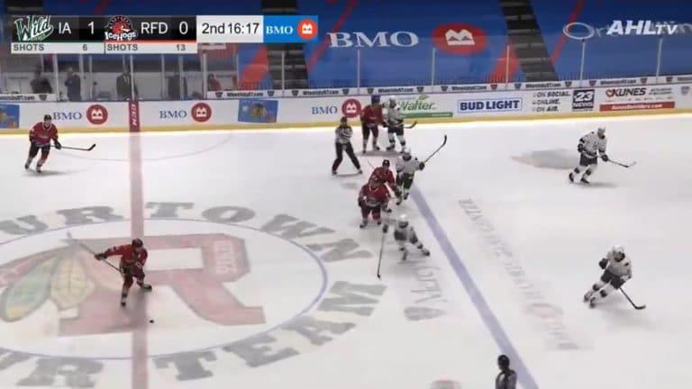 Video: Nöyryyttävä häkki AHL:ssä – Rockford-pakki lämäsi kiekon pussiin keskialueelta