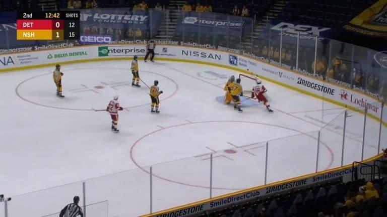 Video: Hurja käänne – NHL-tuomarille potkut erikoisen episodin seurauksena