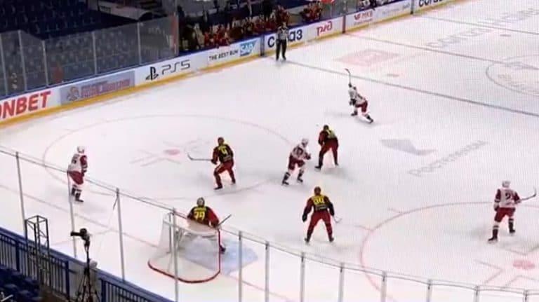 Video: Teemu Pulkkinen jysäytti hirmuisen lämärin – KHL-playoffien kovin kuti kajahti Jokeri-maalin yläpesään