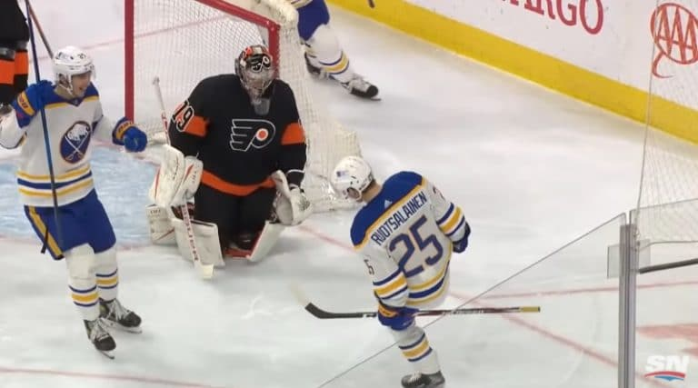 Video: Arttu Ruotsalainen tehtaili NHL-uransa avausmaalin upealla vedolla