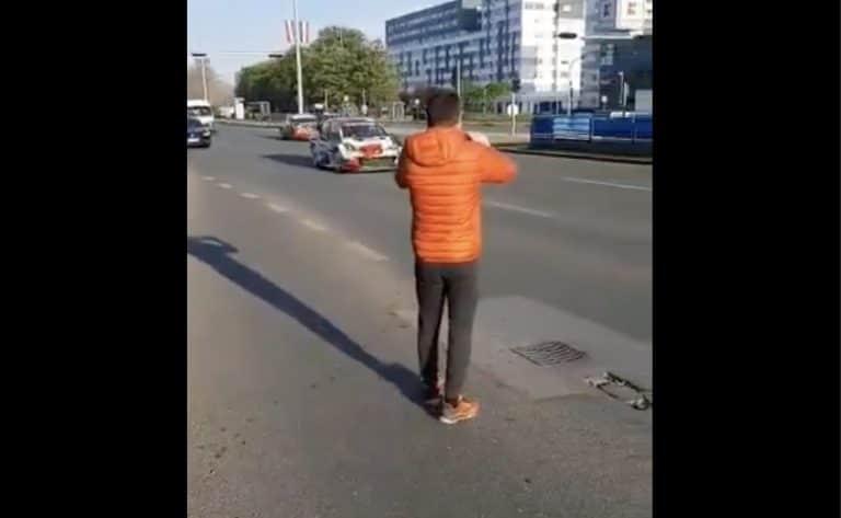 Video: Nyt rysähti! Sebastien Ogier kolaroi siviiliauton kanssa siirtymätaipaleella