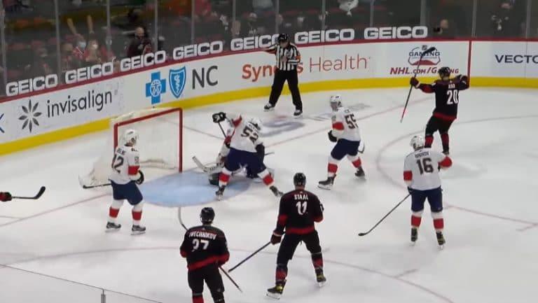 Video: Sebastian Aho tälläsi komean voittomaalin – merkkautti samalla 300. tehopisteensä NHL:ssä