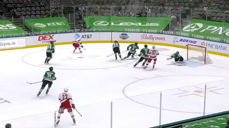 Video: Sebastian Aho maalasi harvinaisen komean rebound-osuman