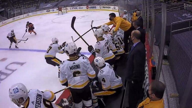 Video: Huoltaja toimi salamannopeasti – Sidney Crosby sai lennosta uuden kepin ja painoi häkin