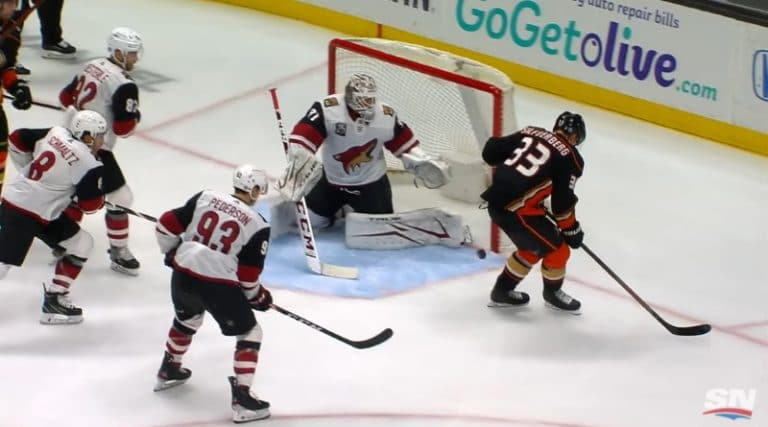Video: Potkumaali vai ei? – Jakob Silfverbergin osuma puhutti NHL-kierroksella