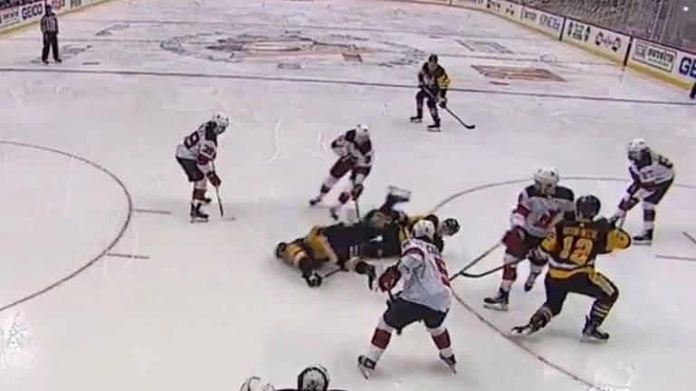 Video: Kasperi Kapanen otti pelottavasti osumaa – lensi naama edellä jäähän