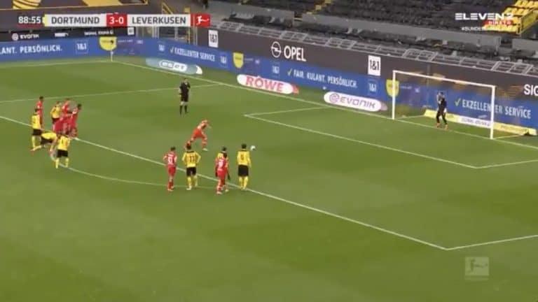 Video: Dortmund-veskari osoitti kunnioitusta– päästi uransa päättäneen Lars Benderin rankkarin tarkoituksella maaliin