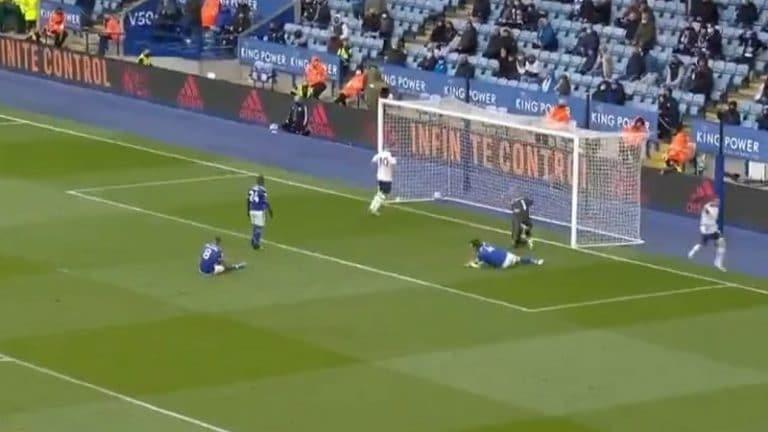 Video: Gareth Bale teki Valioliiga-kauden viimeisen maalin aivan ilmaiseksi – Leicester-pakit sättäsivät huolella