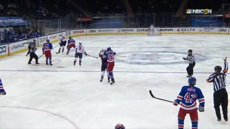 Video: Rangers-hyökkääjä ajettiin ulos rumasta tempusta – kalautti vastustajaa tylysti mailalla naamaan