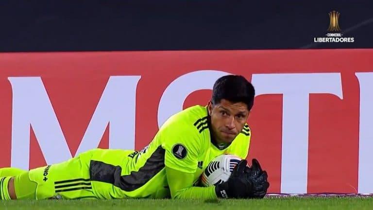 Video: Korona-aalto vei River Platelta 20 pelaajaa – keskikenttäpelaaja Enzo Perez joutui maaliin, torjui voiton ja valittiin pelin parhaaksi