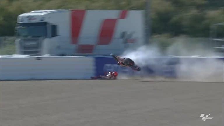 Video: MotoGP-tähti Marc Marquez ajoi pelottavan kolarin – hurja ilmalento pysähtyi vasta ilmapatjaan