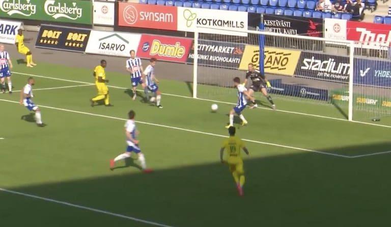 Video: HJK-puolustaja iski todella koomisen oman maalin Veikkausliigassa