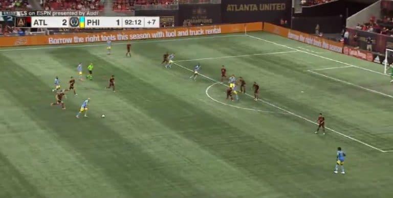 Video: MLS:ssä nähtiin uskomaton osuma – pallo kävi kolme kertaa ylärimassa samalla vedolla
