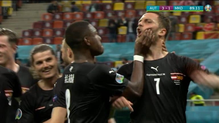 Video: Erikoinen tapaus EM-kisoissa – Itävallan kapteeni tukki fyysisesti Marko Arnautovicin turvan, kun tämä solvasi vastustajaa