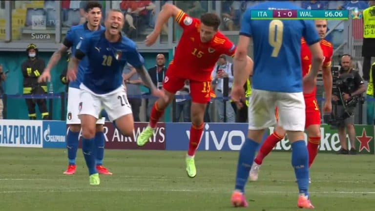 Video: Walesin Ethan Ampadu sai kisojen ensimmäisen suoran punaisen – tuli holtittomasti suoraan jaloille