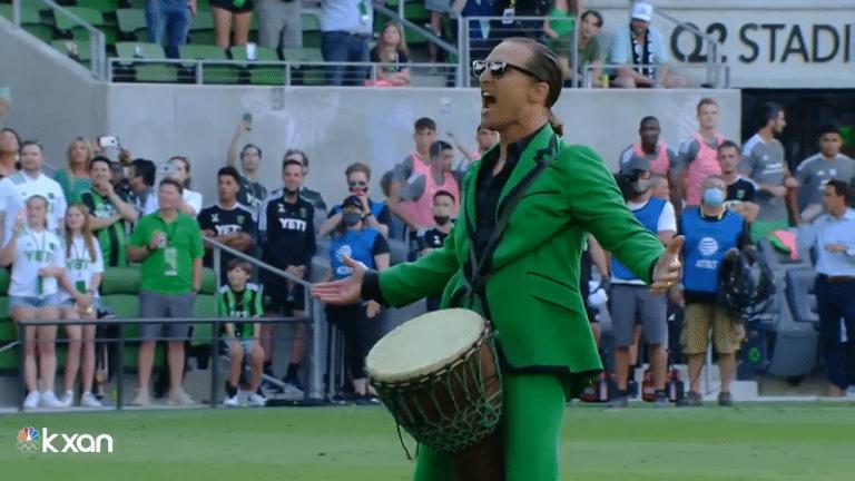 Video: Hollywood-tähdestä seremoniamestariksi – Matthew McConaughey lietsoi Austin FC:n faneja ennen kotiavausta